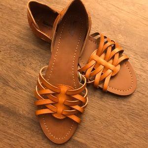 🌼 Mossimo tan Sandals 🌼